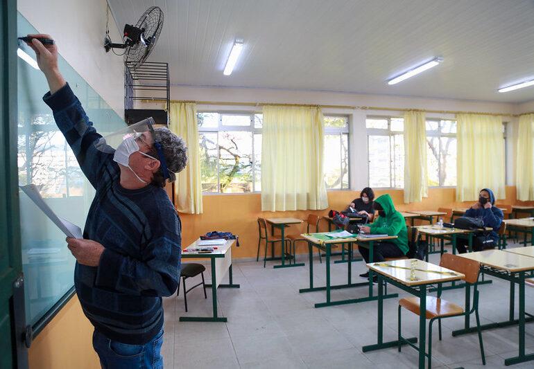 Bolsa Estudante é anunciada como combate à evasão escolar